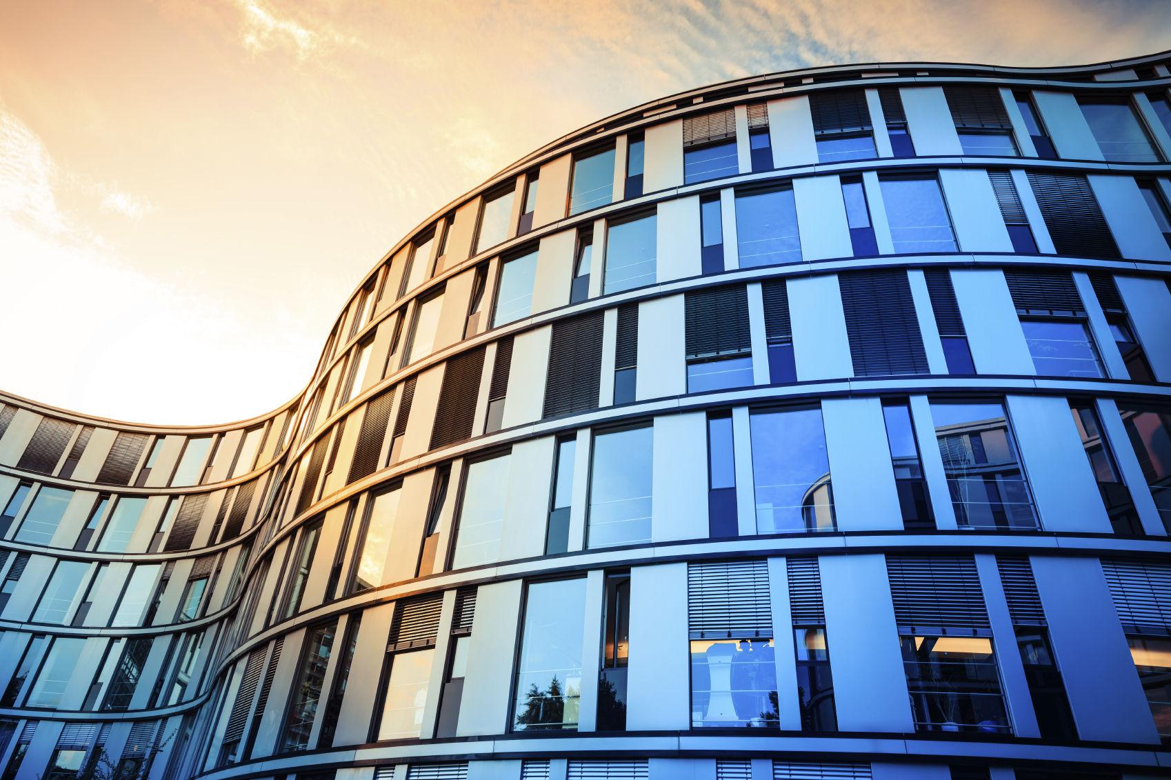 Gebäude mit Glasfassade
