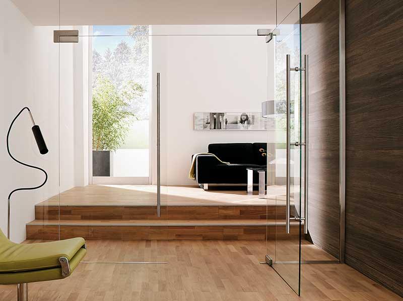 Raum mit einer Glastür