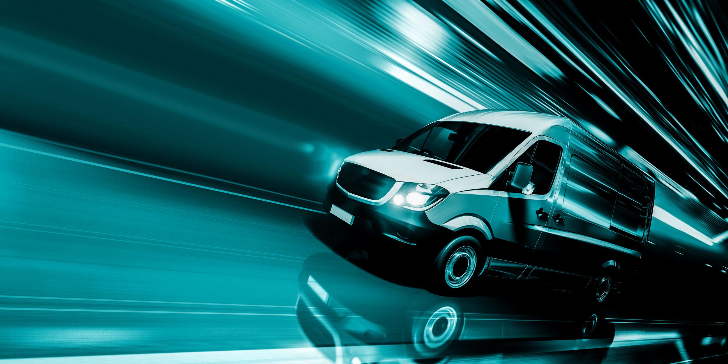 Transporter der schnell von rechts in Bild fährt