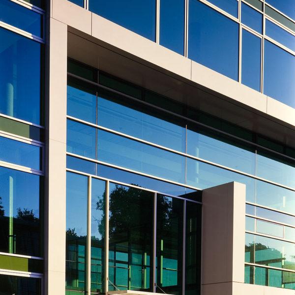 Gebäude mit Glas/Alu Fassade