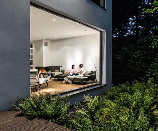 Haus mit Fenstern aus Alu