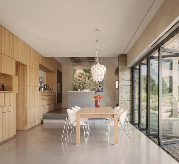 Raum mit Glasfaltanlage