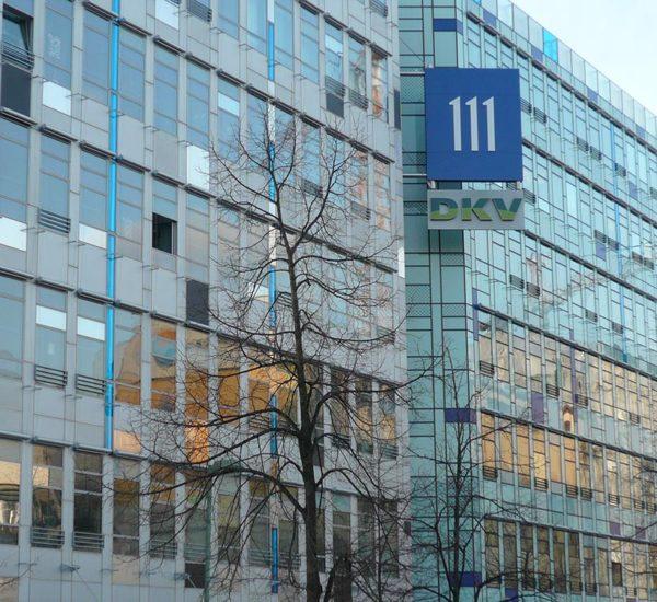 Gebäude mit Fassade aus Glas